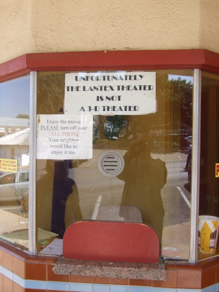 llano-16-not-a-3-d-theater-copy